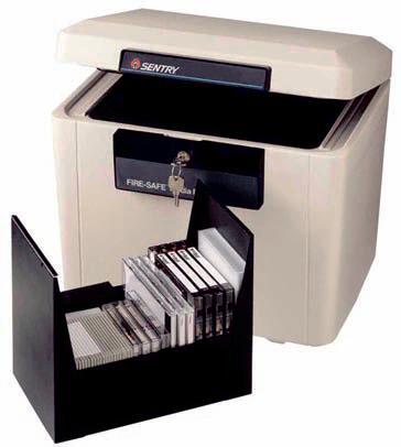 Caja fuerte ignífuga - » Baúl de seguridad ignífugo y portátil. » Con homologación UL y ETL de media hora de resistencia al fuego para soportes magnéticos: Cds, DVDs, memorias, pendrives, cintas vídeo... » Incluye 2 juegos de llaves. » Mantiene temperatura interiores por d