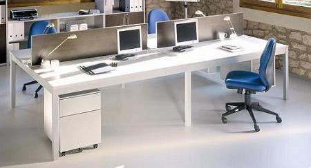 Composición 10 de la seria de muebles Exe - Mesa para cuatro puestos de gran amplitud. Crea ambientes espaciosos en tu oficina con este mueble de la serie EXE que te permite disfrutar de una mesa funcional con una estética moderna y elegante. La última tendencia en mobiliario de  oficina minimalista con un plazo de entrega de 2 a 7 días.