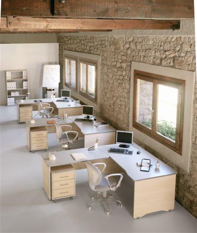Composición 08 de la serie de mobiliario Wrk - Ideal para espacios diáfanos en los que convivan varios puestos de trabajo diferentes. Líneas curvas en las aristas y remates y módulos que, combinados, se adaptan al espacio creando una sensación de orden y limpieza. Crea lugares de trabajo completos combinando una mesa principal con mesas supletorias y cajoneras a juego. Todo ellos en colores claros que aportan una imagen seria, pero acojedora a precios competitivos.