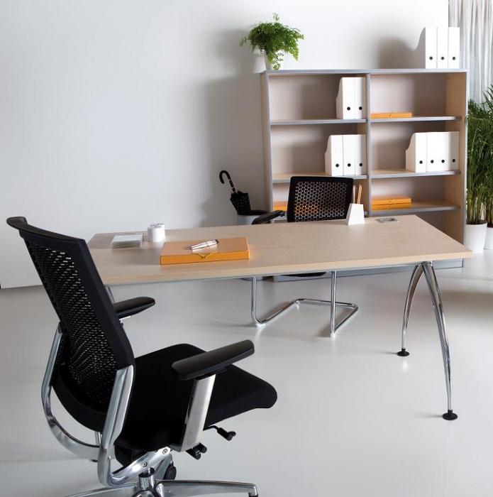 Mesa recta 180*80*74 - Mesa recta de 180cm de largo x 80cm de ancho x 74cm de alto. Estructura cromada,tablero color a elegir.