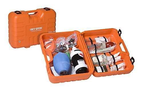 Botiquin - Botiquín portátil. Maleta de plástico de color Naranja. Incluye los siguientes accesorios (Cilindro de acero de 300L, Manorreductor-caudalimetro, mascarilla de oxigeno con tubo conector, resucitador con mascarilla (Adulto y pediátrico), tiralenguas, bomba aspiradora, cuña abrebocas, tubo de Guedel, Manta isotérmica, par de guates de látex.