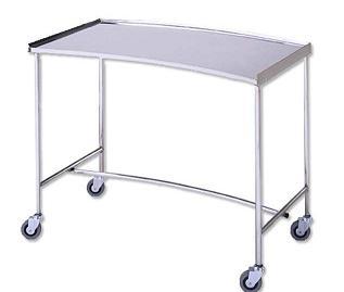Mesa para instrumental - Mesa para instrumental. Mod. Riñón. Fabricada en su totalidad en Acero Inox. Tablero superior con reborde en tres lados. Cuatro ruedas para su mejor desplazamiento
