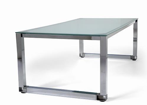 Detalle de mesa de oficina de cristal patas cromadas for Mesa cristal oficina