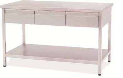 Mesa de trabajo - Mesa de trabajo. Fabricada en Acero Inox. Con patas niveladoras Planos superior e inferior lisos.