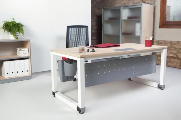 Mesa de oficina patas blancas y tablero color haya for Muebles oficina minimalista