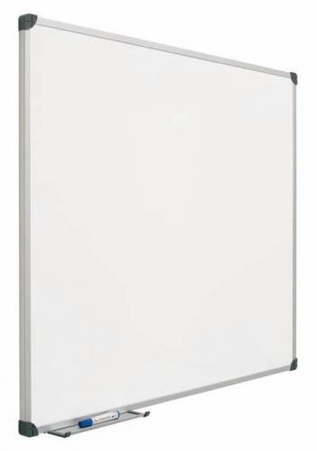 Pizarra mural laminada - Pizarra mural laminada Pizarra mural blanca enmarcada con perfil de aluminio anodizado en color plata mate y cantoneras redondeadas de plástico gris. Superficie laminada rotulable en seco. Incluye cajetín reposarrotuladores de 30 cm.