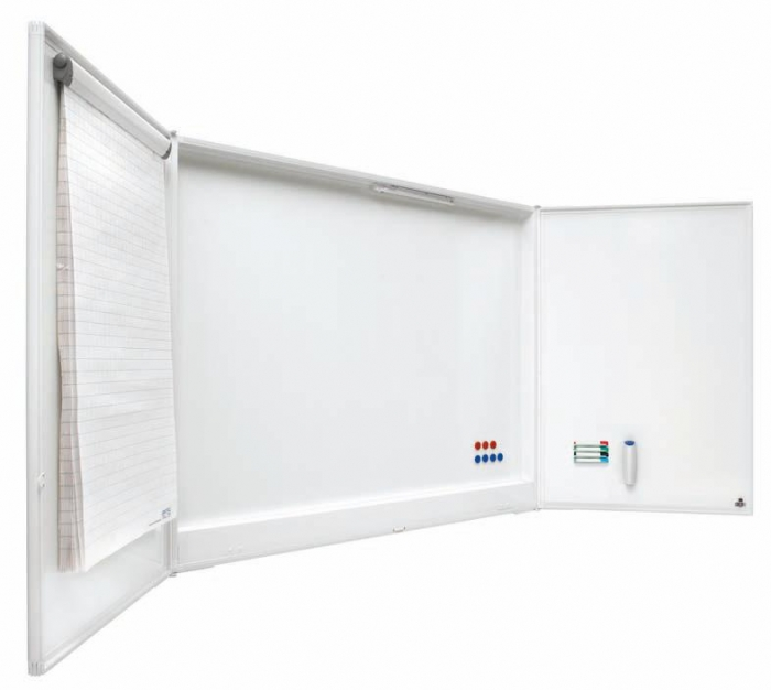 """Pizarra tripe blanca grande - Pizarra blanca """"Cabinet"""" Pizarra blanca enmarcada con perfil de aluminio lacado blanco. Superficie magnética de acero vitrificado rotulable en seco. Posee 5 superficies de escritura. Incluye soporte para 4 rotuladores, pinza portablocs y pantalla de proyección de 125 x 125 cm."""