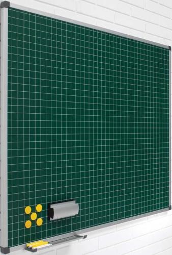 Pizarras murales verdes cuadriculadas - Pizarra mural verde cuadriculada Pizarra mural verde cuadriculada enmarcada con perfil de aluminio anodizado en color plata mate y cantoneras redondeadas de plástico gris. Superficie para escritura con tiza. Incluye cajetín reposarrotuladores de 30 cm. Acero vitrificado: cuadrícula blanca (5 x 5 cm.) Laminada: cuadrícula blanca (3 x 3 cm.)