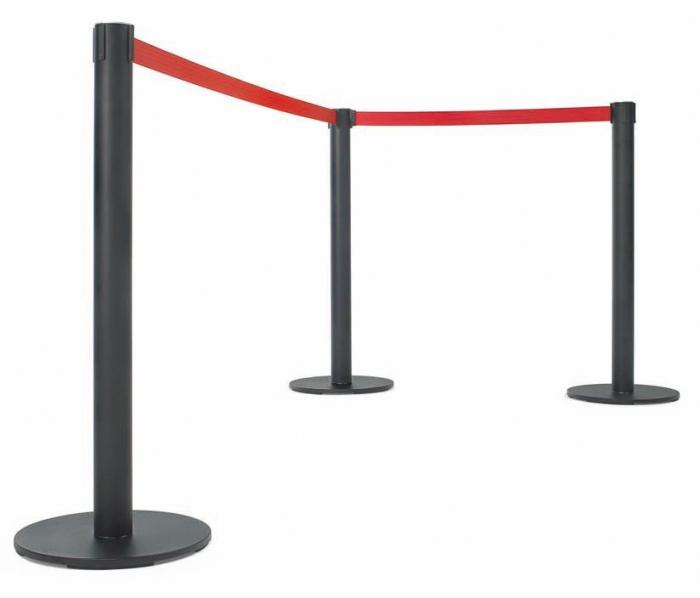 Postes separadores con cinta extensible - Postes de cinta extensible retráctil Poste separador metálico de 95 y 50 cm de alto, para separaciones de áreas y guiado peatonal. Disponibles en varios colores tanto de poste como de cinta, disponible en 2,5 y 3,7 m. de largo. El cabezal del poste incorpora 3 vías de enganche.