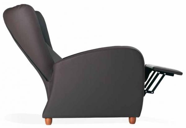 Sillón relax de geriátrico - Sillón de geriátrico. Sillón reclinable mediante un suave mecanismo activado mediante presión por la espalda. Respaldo ergonómico con orejero para apoyo lateral. Brazos elevados para facilitar la incorporación.