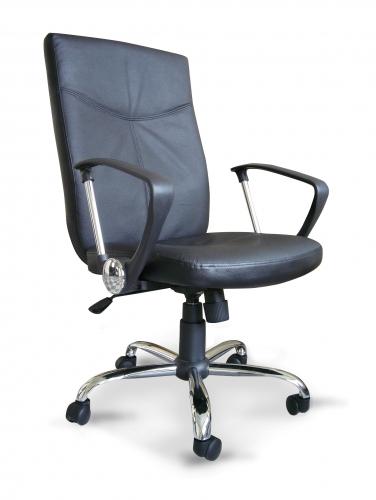 Sill�n en piel - Sill�n de Direcci�n - Silla de asiento y respaldo en piel color negro, base cromada con ruedas de 5 radios y elevaci�n a gas. Dimensiones de la Silla: W580 x D630 x H1020-1120 mm