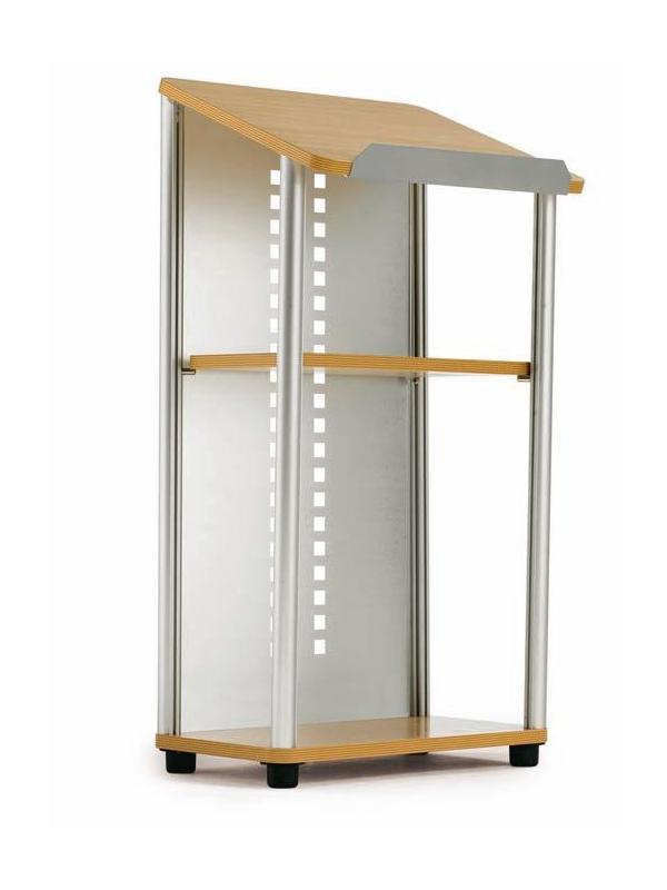 Atril aluminio para conferencias - Atril para conferencias Atril para conferencias fabricado con estructura de aluminio anodizado en plata mate y plancha perforada del mismo color. El sobre inclinado, la base y el estante son de madera de haya. La base incluye 4 niveladores regulables en altura.