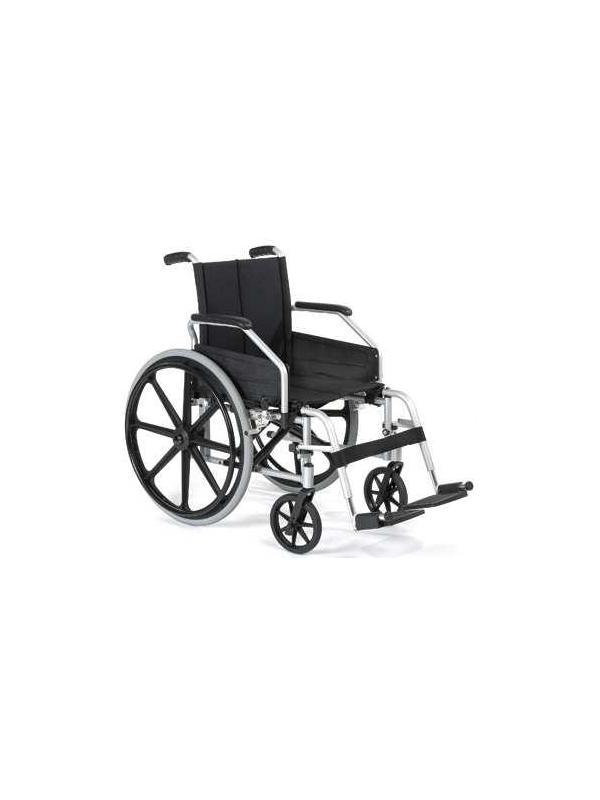 Silla de ruedas - Silla de ruedas plegable. Fabricada en Aluminio. Reposapiés desmontables y graduables en altura abatibles hacia fuera y dentro. Reposabrazos desmontables. Asiento disponibles en 41-45 cms. Tapicería lavable de nylon.