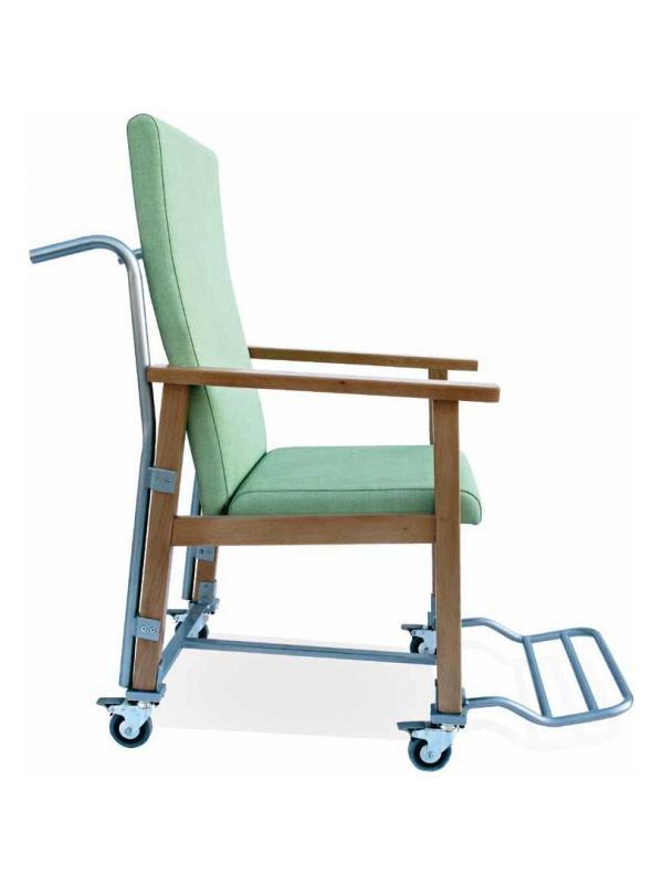 Sillón geriátrico - Sillón geriatrico Diseñado específicamente para el traslado de pacientes con necesidades especiales. Conjuga la comodidad de un sillón con la facilidad de traslado gracias a su cuatro ruedas. Estructura en madera de haya maciza con cantos redondeados. Reposabrazos adelantado para un mejor apoyo.  Diseño ergonómico de asiento y respaldo.