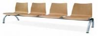 Bancada geriátrico - Bancada geriátrico. Práctica colección de bancadas disponibles en formato de dos, tres, cuatro y cinco plazas.  Posibilidad de incorporar mesa en alguna de las plazas. Opción de carcasa tapizada o en madera barnizada. Ideal para zonas de espera o descanso.