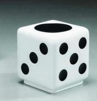 Puf de diseño - Puf de diseño, multiusos. -Fabricado con fibra de vidrio, acabado combinado color blanco y negro. -Sobre pedido podemos suministrar en otros colores.