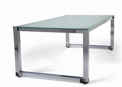 Detalle de mesa de oficina de cristal patas cromadas - Detalle de mesa de oficina de cristal patas cromadas