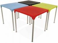 Mesa - Mesa Polivalente y muy funcional. Encimera en polipropileno reciclable con terminación en una amplia gama de atractivos colores. Estructura en aluminio. Apilable para una mayor comodidad de uso. Apropiada para uso intensivo tanto en ambientes de interior como de exterior.