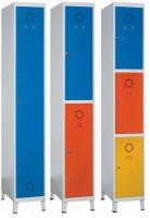 Taquilla modular - � Fabricadas en chapa de acero laminada en fr�o. � Estructura soldada. Monoblok. � Pintado con Epoxi en polvo. Cuerpo gris y puertas azul. � Puertas con etiquetero y rosetas de ventilaci�n. � Incluye patas.