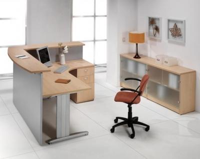 Mostrador / Recepción - -Mostrador  (2)en L para recepciones de 180cm de ancho x 40 cm de profundidad x 109cm de alto -Mesa curva de 180x120cm de largo x 80x60cm de ancho x 74cm de alto -Incluye embellecedores y cogidas a la mesa de oficina