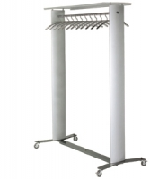 Perchero - Perchero m�vil  Con ruedas de gran capacidad  Recomendado para espacios p�blicos e instalaciones. Columnas en aluminio extrusionado, barras cromadas para posicionar 44 perchas (Perchas no incluidas).