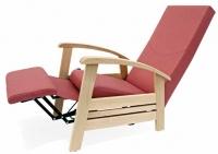 Sillón geriátrico - Sillón geriátrico Diseño ergonómico que combina comfort y funcionalidad. Abatible mediante mecanismo accionado por palanca. Superficies de madera de haya maciza redondeadas.
