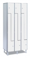 Taquilla fenólica con puertas en L - Taquilla fenólica con perfil de aluminio. Formada a base de láminas de celulosa homogeneizada con resinas fenólicas y compactadas. Núcleo interior negro. Patas de PVC con niveladores. Perfil resistente a la oxidación. Herrajes y tornillería de acero inox. Expesor puerta de 10 y 12 mm.