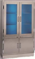 Vitrina - Vitrina armario Germicida. Construida totalmente en Acero Inox. Parte superior con puertas herméticas. Con luz germicida Parte inferior, dos puertas batientes con estante en su interior.
