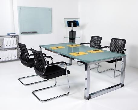 Mesa de reuniones de cristal las patas cromadas muebles for Muebles oficina cristal