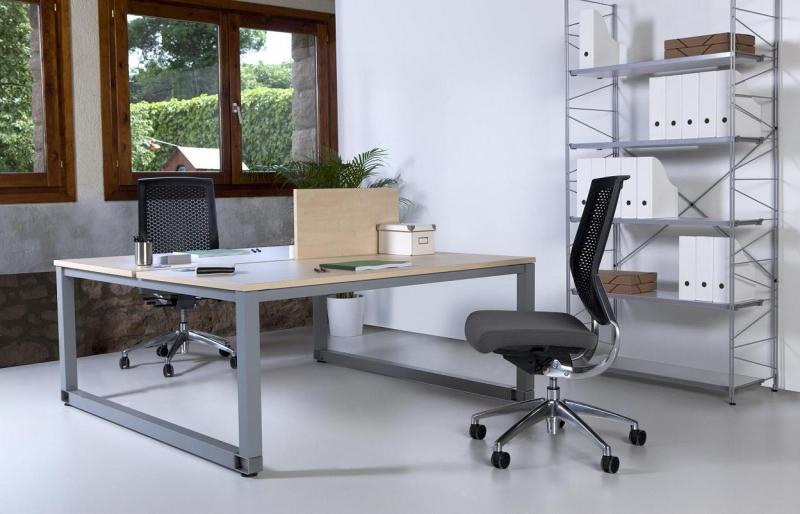 Mesa de reuniones de cristal las patas cromadas muebles for Mesa cristal oficina