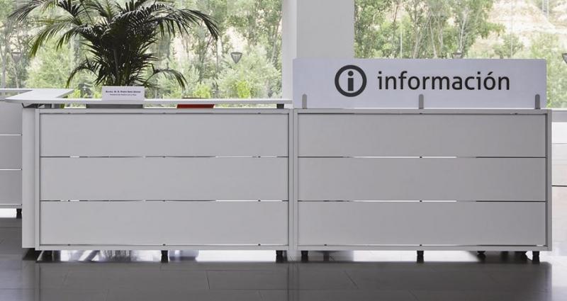 Recepci n mostrador modular y met lico recepciones de for Recepcion oficina moderna