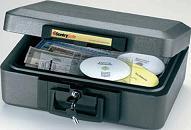 caja de seguridad ignífuga - » Baúl de seguridad ignífugo y portátil. » Con homologación UL y ETL de media hora de resistencia al fuego para soportes magnéticos: Cds, DVDs, memorias, pendrives, cintas vídeo... » Incluye 2 juegos de llaves. » Mantiene temperatura interiores por d