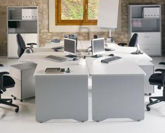 Composición 12 de la linea Wrk - El diseño minimalista y moderno es la seña de identidad de esta composición de muebles de oficina que combina funcionalidad y estética con precios competitivos. Los diferentes módulos de las mesas de oficina permiten usar el espacio disponible de manera personalizada, al permitir combinar entre sí las distintas piezas. Los colores sobrios dan un aire de seriedad que se combina con la frescura que aportan sus líneas redondeadas.