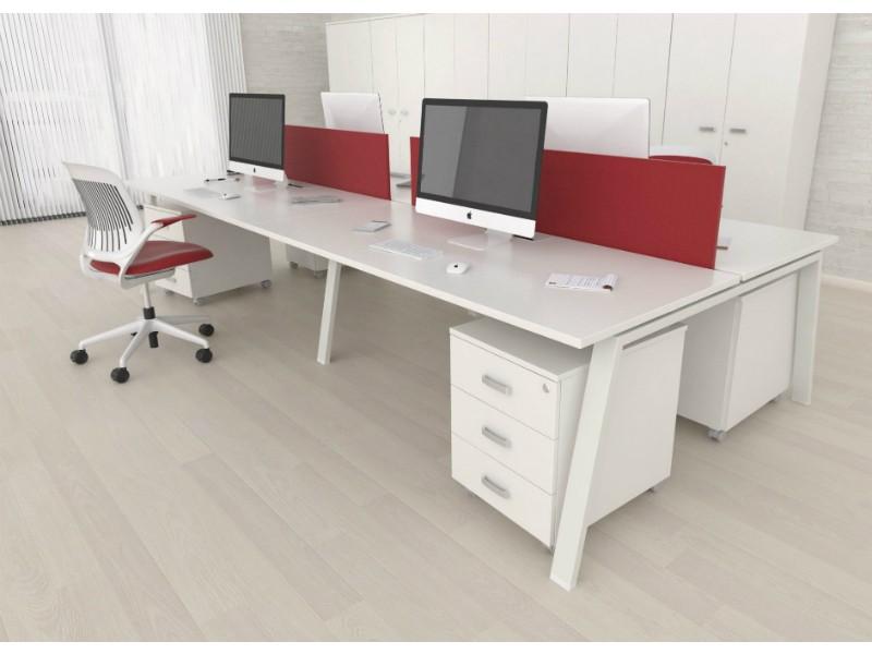 Mesas enfrentadas con separadores tapizados | Serie de oficina ...