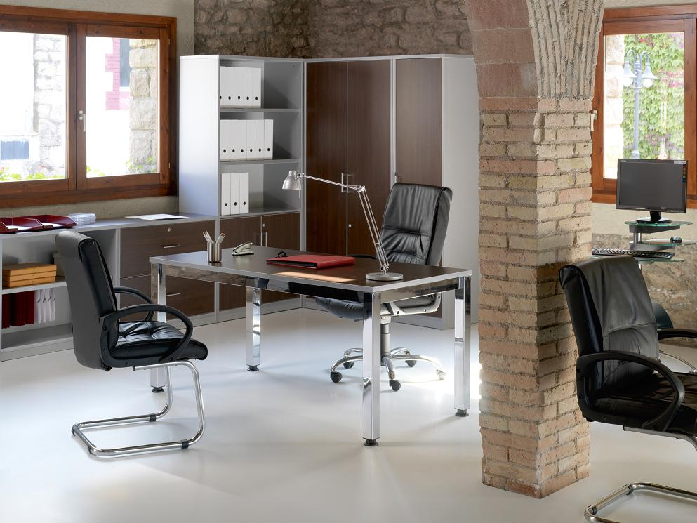 Elegantes Escritorios De Oficina Modernos.Mesa De Reuniones Con Patas Cromadas Y Sobremesa En Cristal Muebles De Oficina