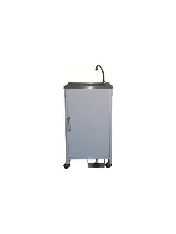 Lavamanos portátil - Lavamanos portátil. Fabricado en Acero esmaltado ó Acero Inox. Mueble autónomo que no necesita instalación. Pileta en Acero Inox. Grifo y tirador Acero Cromado. En su interior se sitúan dos garrafas de 10 Litros., una para el agua limpia y otro actúa como desagüe. Repisa en interior de puerta para colocación de pequeños objetos. Bomba de succión accionada eléctricamente mediante pedal de 200 V. Cuatro ruedas para su mejor desplazamiento.