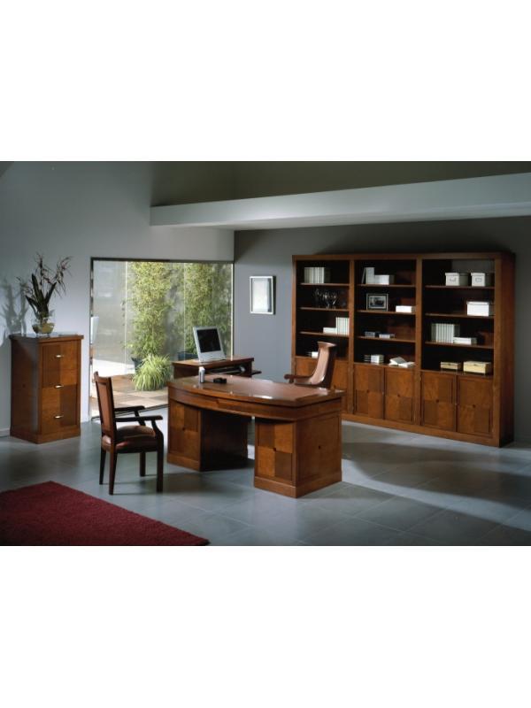 Mesa de despacho estilo clásico composición nº 19 - Despacho fabricado en madera natural (incluida la marquetería) pulimentada en cerezo, formado por:   - Mesa de despacho pedestal con 9 cajones y sobre curvo con tapete de piel decorado con cenefa dorada. Medidas largo 162,5, fondo 80 y alto 79 cm.  - Archivador 3 cajones. Medidas (LFA): 55x61x112,50 cm. - Mesa para ordenador con 4 cajones,2 baldas y bandeja para teclado. Medidas (LFA): 96x44x49 cm. Hueco para la CPU 25x44x49. - Librería de 6 puertas con cerradura en la parte inferior y abierta en la superior. - Sillón de dirección y confidente, ambos con brazos fijos y tapizados en piel decorada con una cenefa dorada.