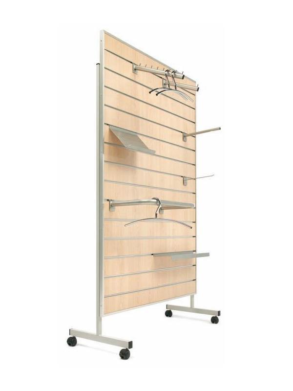 Panel de madera ranurado con ruedas - Panel ranurado con ruedas. Panel de madera ranurado, para el equipamiento de instalaciones comerciales, para sujeción de elementos de exposición, tales como ganchos, barras, soportes, estantes, etc… Disponibles en varias medidas y colores haya y gris. Versión mural o ruedas.