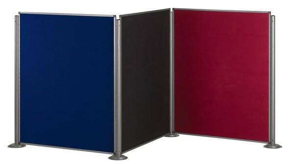 Biombo tapizado modular - Biombo tapizado en aran.  El sistema se compone solamente de 2 componentes: la columna y el biombo, disponibles en 2 alturas (150 y 180 cm) y diferentes anchuras. Dependiendo de la composición y biombos deseados necesitará más o menos columnas (cada una puede soportar hasta 4 biombos, por ejemplo, para formar una cruz). No es posible combinar elementos de 150 con los de 180 cm. El montaje se realiza sin herramientas. Colores: gris, azul, verde, lila y granate.