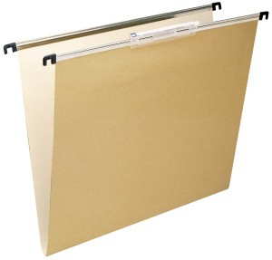 Carpetas colgantes para radiografías - Carpeta colgante para radiografía de tamaño adecuado para usar con archivador metálico especial. Varillas fabaricadas metálicas con ganchos de plástico, cartón bicolor kraft/blaco de 270 gr/m2, visor plástico de 140 mm con efecto lupa (montaje presionando). Medidas: A: 45 cm; B: 31 cm; C: 43 cm; E: 47,5 cm  Precios: De 1-25 ud.: 12,50 €/ud. De 25-50 ud.: 9,90 €/ud > de 50 ud.: 8,95 €/ud.  COMPRA MÍNIMA 5 ud.