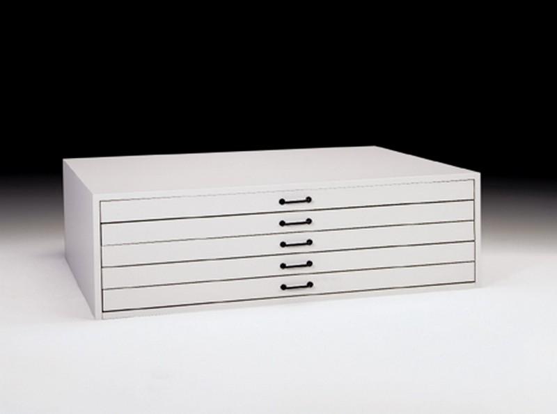 Archivador de planos - Archivador horizontal de planos de estructura de melamina de gran resistencia. Los 5 cajones incorporan tiradores de aluminio y llevan sistema de cerradura. La estructura interna, así como los cajones, son metálicos. Permite trabajar perfectamente aún éste esté cargado al máximo. Permiten ser remontados sin el soporte. Se entrega montado