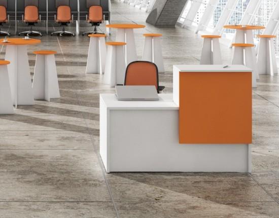 Mueble de recepción altillo mesa - Mueble de recepción altillo mesa en bilaminado espesor 19 mm, puede acompañar cualquier modelo de mesa adaptándose al espacio disponible. Varios acabados tipo madera y opcional frentes texturizados en rojo, azul o naranja. Consúltenos.
