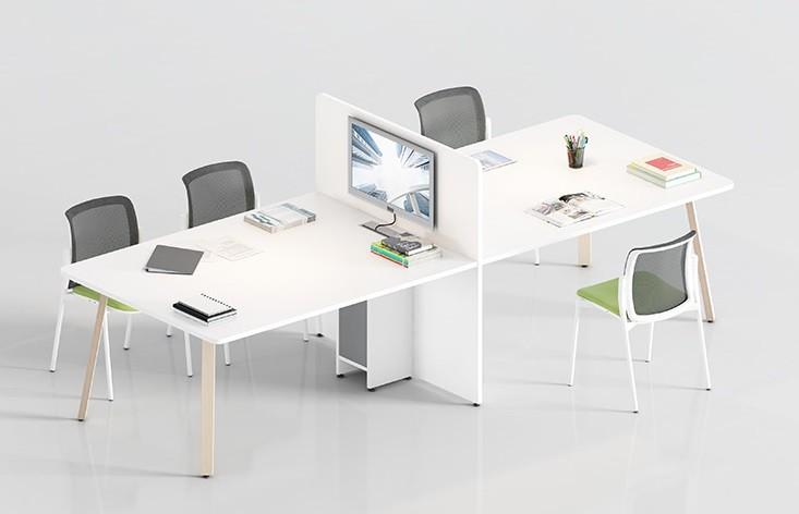 Mesas de trabajo con separador preparado para acoplar pantallas - En este ejemplo de composición te mostramos como puedes configurar las mesas de trabajo con separador preparado para acoplar pantallas, una buena solución para el servicio de atención al cliente o como mesa de reuniones cuando hay que trabajar con pantallas entre varios.