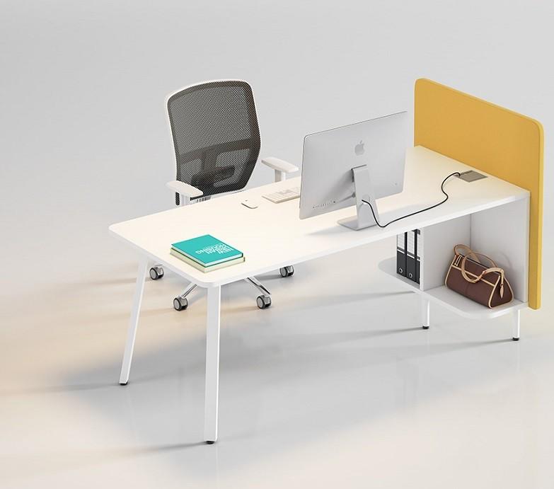 Puesto de trabajo con biombo separador tapizado - En los puestos de trabajo puedes acoplar biombos separadores tapizados o de melamina y unirlos unos a otros.