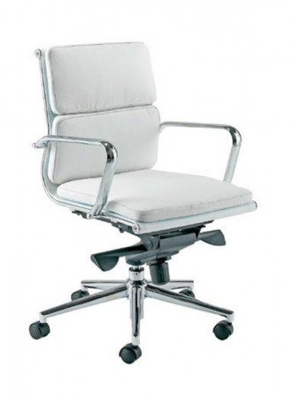 Sillón de oficina respaldo medio B/N - Sillón de oficina giratorio cómodo y de diseño actual.  Respaldo medio, elevación por pistón a gas, basculante avanzado, tapizado similpiel blanca o negra.  No dude en completar su despacho con el sillón de dirección de respaldo alto y de visitas a juego. Estructura y brazos cromados. Medidas: Ancho: 62 cms Fondo: 63 cms Altura: 112~122 cms Altura suelo-asiento: 53,5~61 cms