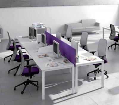 Puestos de trabajo enfrentados con separación central tapizado. - Puestos de trabajo enfrentados con separación central tapizado.
