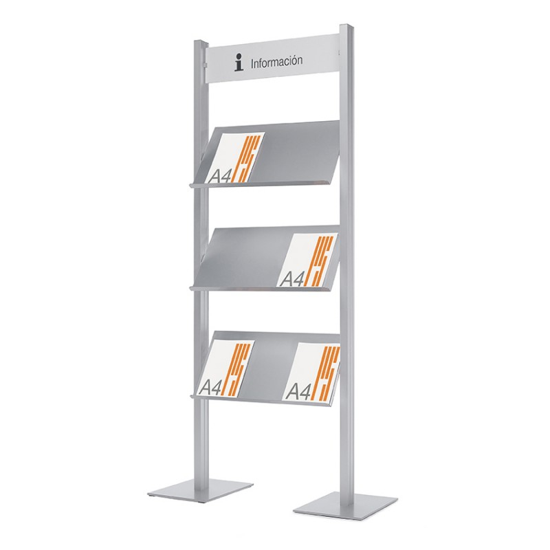 Expositores de información con peana - Expositor de información de diseño disponibles en 2 formatos. Portapóster en formato DIN A1, a una o dos caras ( consultar ) o con 3 estantes metálicos Din A4 y cartel superior. Estructura doble de aluminio anodizado en plata mate.