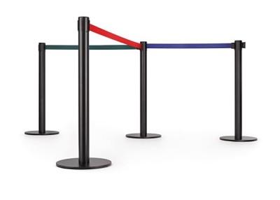 Postes separadores con cinta extensible - Postes de cinta extensible retráctil en juego de 2 unidades. Poste separador metálico de 95 cm de alto, para separaciones de áreas y guiado peatonal. Disponibles en varios colores tanto de poste como de cinta, disponible en 2 m. de largo. El cabezal del poste incorpora 3 vías de enganche.