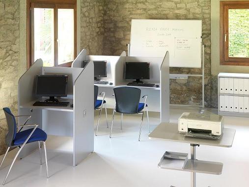 Ciber cabina mesas teleoperadoras cabinas telemarketing for Pasacables mesa oficina